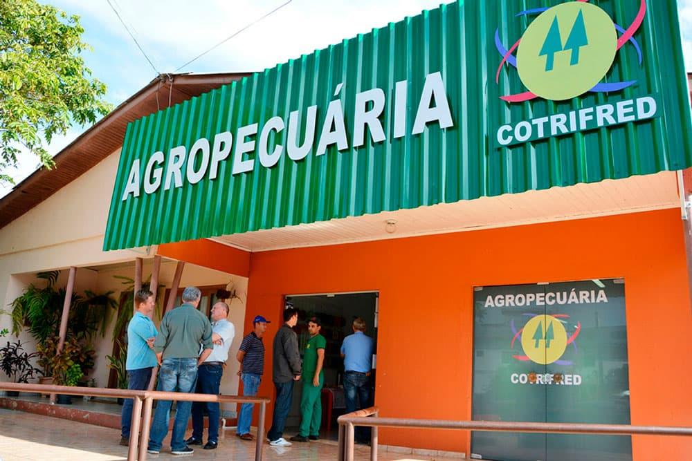 Em 12 de julho houve a inauguração da Agropecuária de Pinheirinho do Vale.