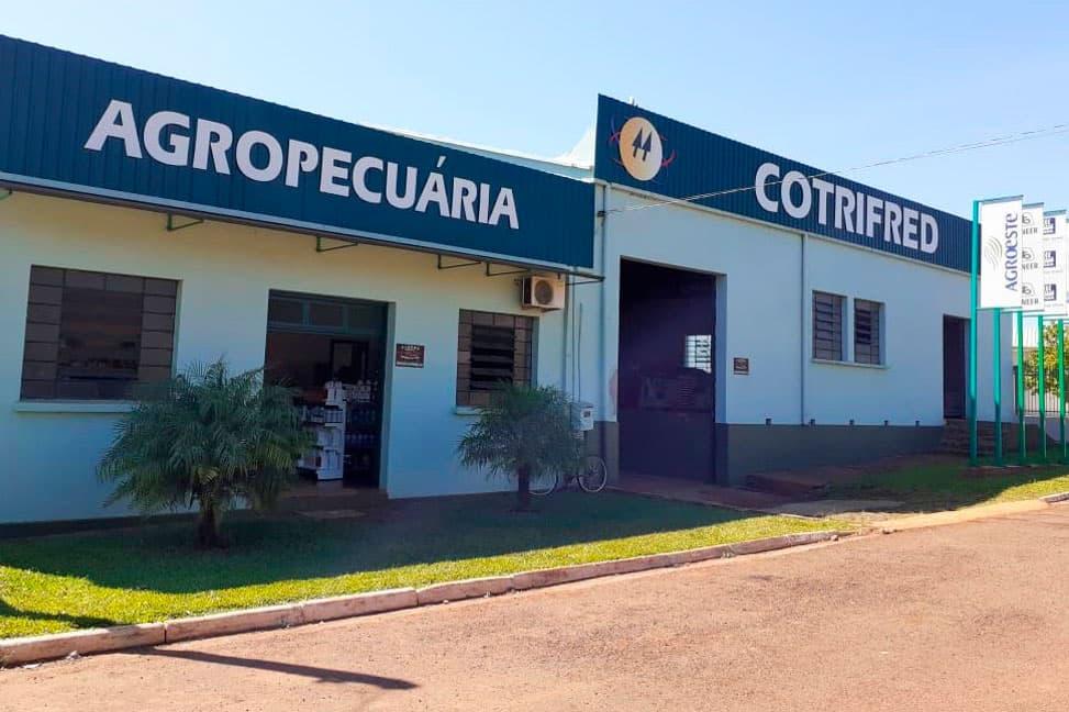 Em 15 de maio houve a inauguração da Agropecuária de Laranjeiras.