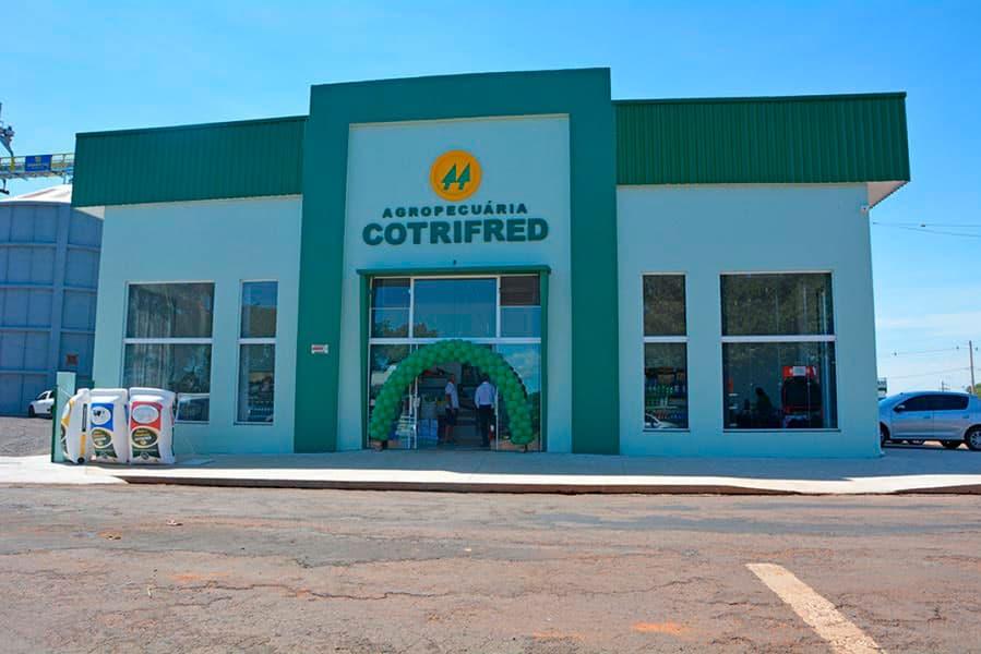 A Cotrifred reinauguração seu supermercado, agropecuária e silo em Palmitinho.
